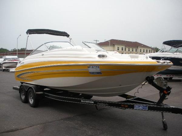 Glastron DX 215 Deckboat