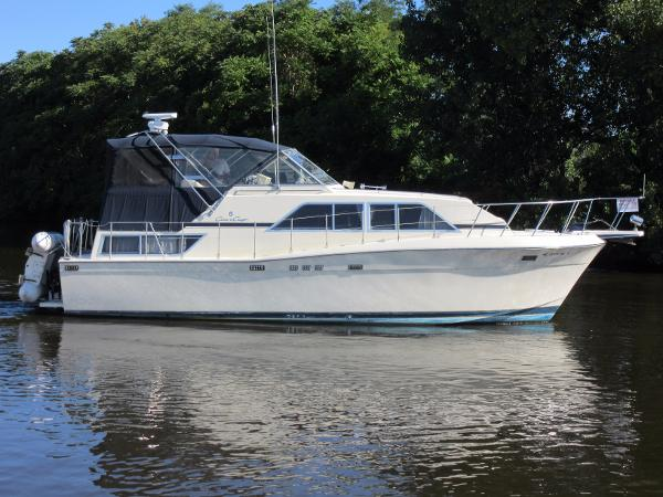 Chris-Craft Catalina 381 PROFILE