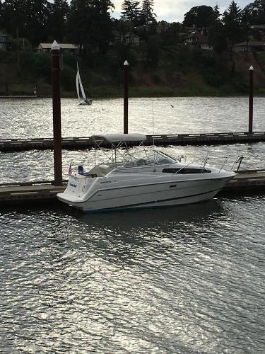 Bayliner Ciara Sunbridge At Dock