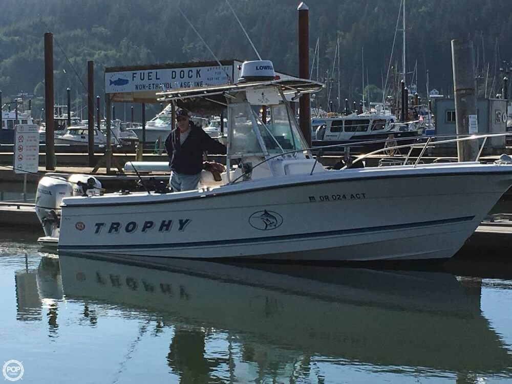 Bayliner Trophy 2503CC 1998 Trophy 2503 CC for sale in Nehalem, OR