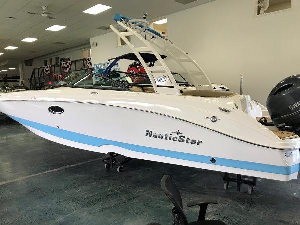 NauticStar 243 DC Sport Deck