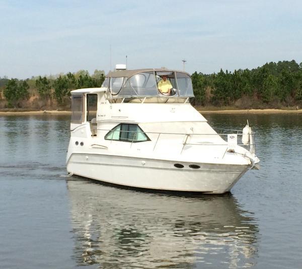 Sea Ray 370 Aft Cabin