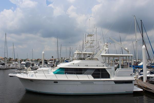 Carver 440 Aft Cabin Motor Yacht Profile
