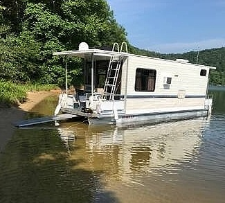Adventure Houseboat 28 1996 Adventure Houseboat 28 for sale in Wiley Ford, WV