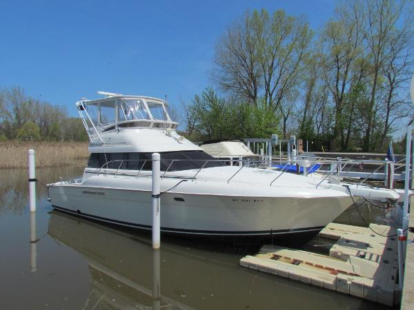 Silverton 41 Convertible Starboard Side Profile