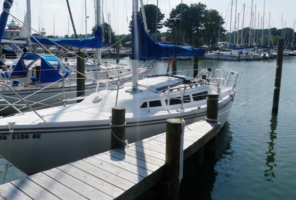 Catalina 27 At Dock