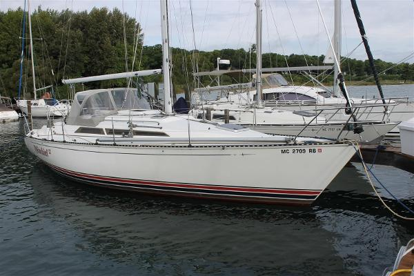 C&C 36 XL Starboard Side
