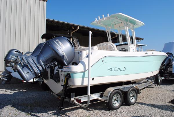 Robalo 242 Center Console 2017-Robalo-242-Center-Console-Fishing-boat