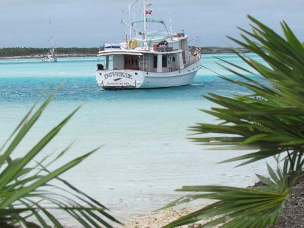 Kadey-Krogen Dovekie at Anchor, Bahamas
