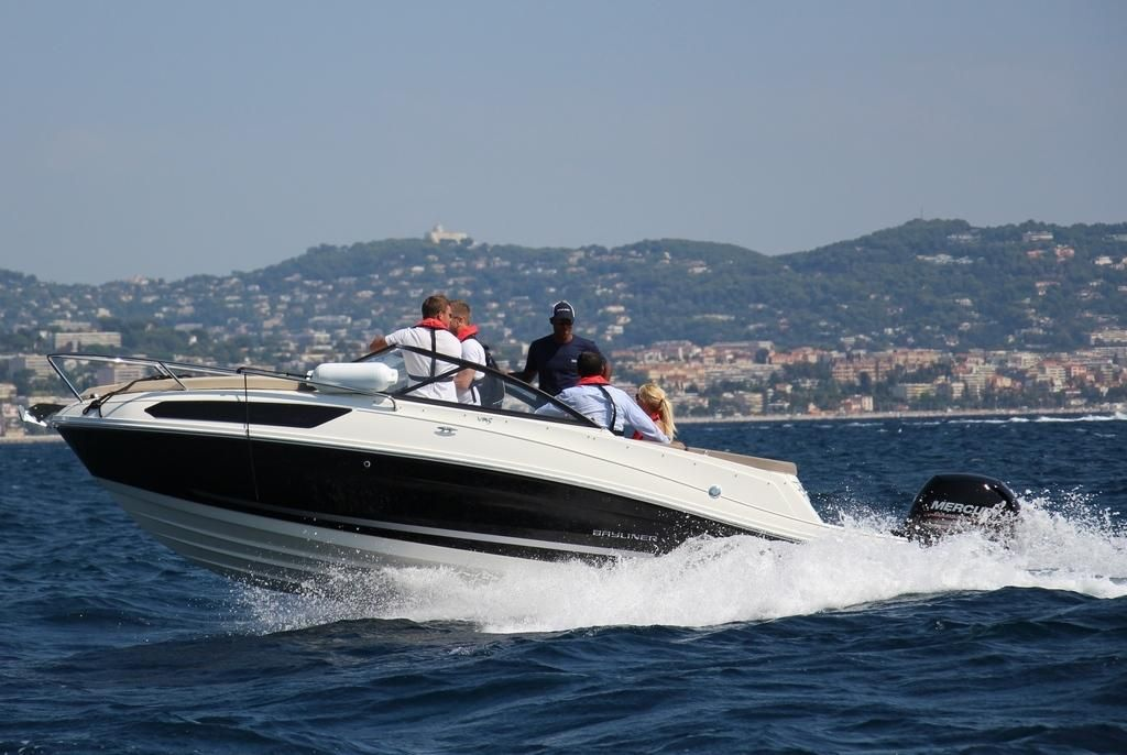 Bayliner VR5 Cuddy Cabin Outboard Version 115 PS