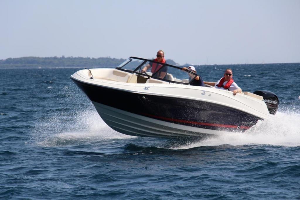 Bayliner VR5 Open Bowrider Aussenborder  115 PS
