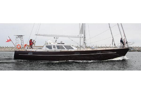 Conrad 66 - Medea Side Profile