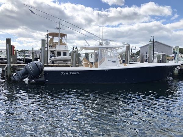 Regulator 34SS Starboard Profile