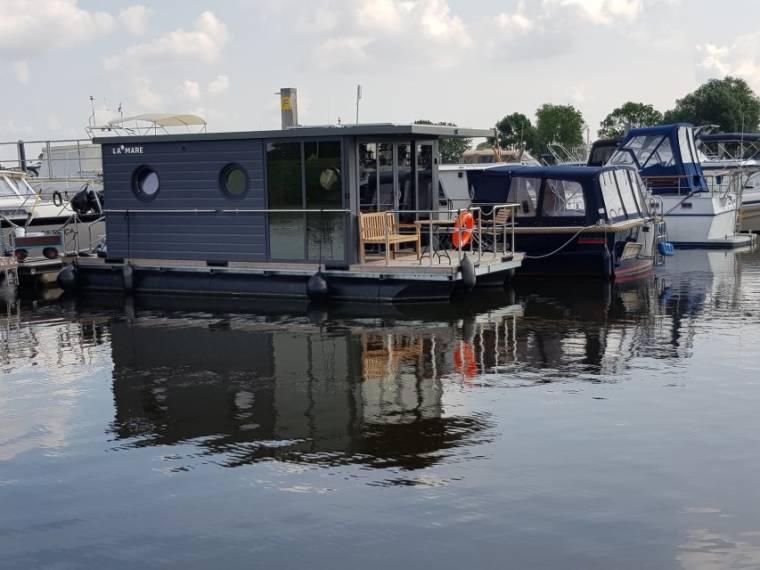 La Mare Houseboat La Mare Houseboat Apartboat M