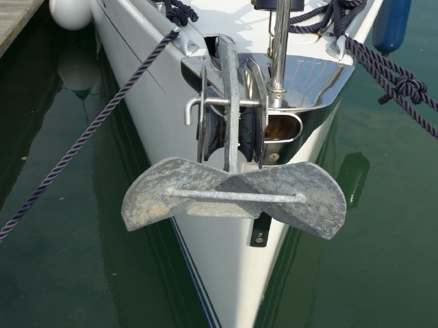 Hanse 342 seamanlike bow & anchoring arrangement