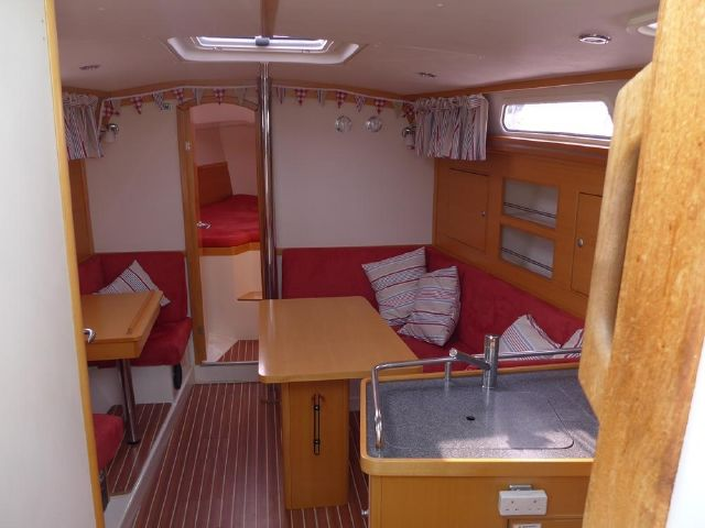 Hanse 342, view from companionway