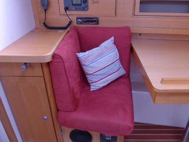 Hanse 342 Nav seats / club chairs