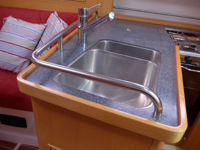 Hanse 342 Galley sink
