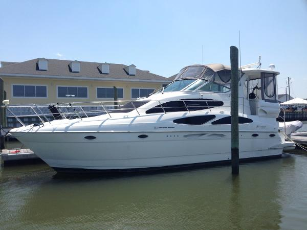 Cruisers Yachts 405 Aft Cabin Motoryacht w/Volvos