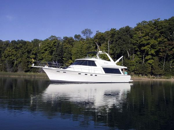 Bayliner 4788 Pilothouse Motoryacht 47' Bayliner port forward profile photo1