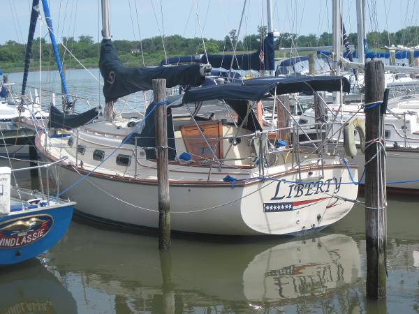 Island Packet 27 Liberty Stern Port Quarter