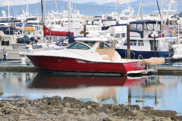 Tiara 4200 Open at the dock