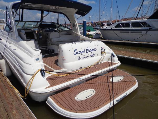 Larson 370 Cabrio Diesel Stern view with large swim platform