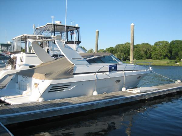 Trojan 400 Express Yacht