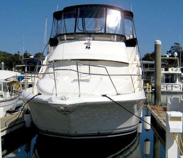 Silverton 392 Motor Yacht Dockside