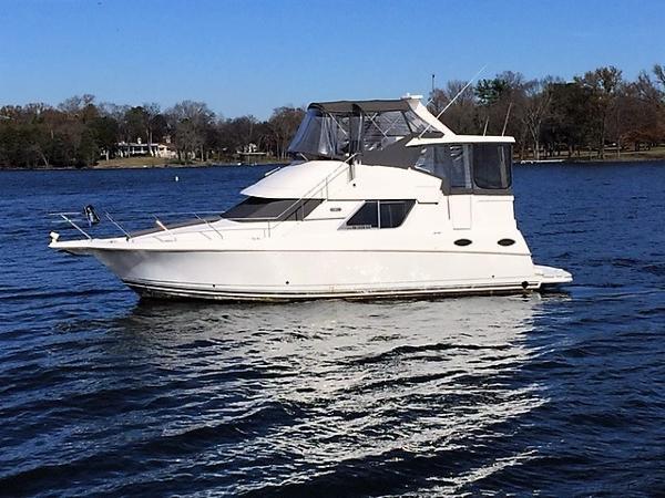 Silverton 372 Motor Yacht Port Profile
