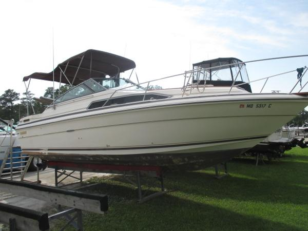 Sea Ray 270 Sundancer Starboard Side #1