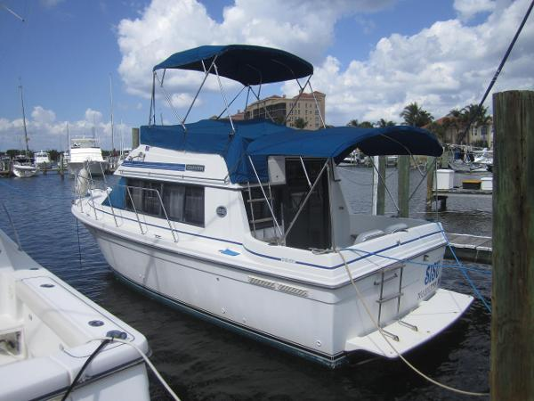 Carver 28 Mariner Port  Side View