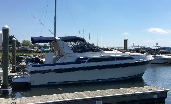 Carver Montego 3257 1990 Carver Montego 3257 - Starboard