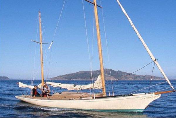 Legendary Yachts Araminta 33 Ketch Daysailer main