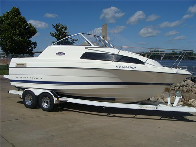 Bayliner Cuddy Cabin 222