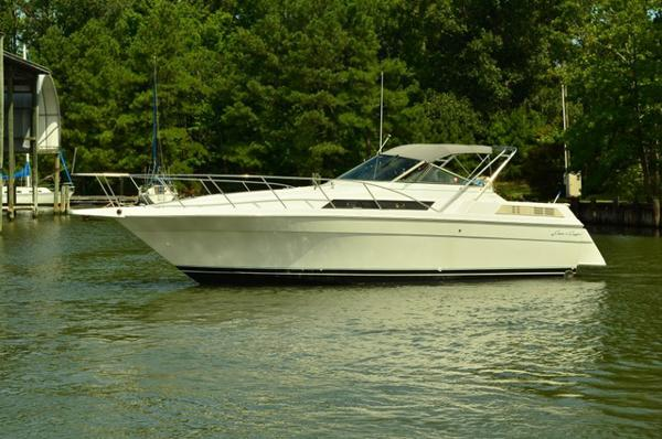 Chris-Craft 320 Amerosport Express Profile