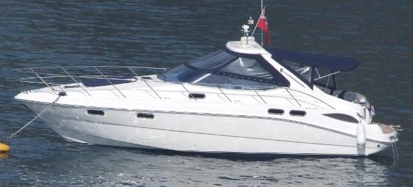 Sealine S42 Sealine S42 - On the water