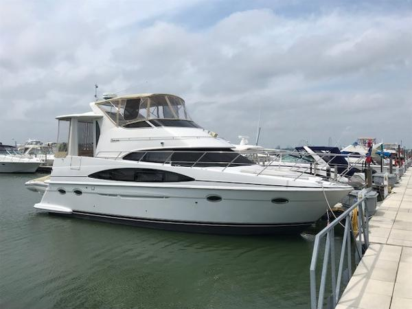 Carver 396 Motor Yacht Starboard Bow