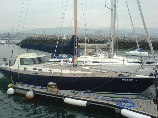 Cape Vickers 41