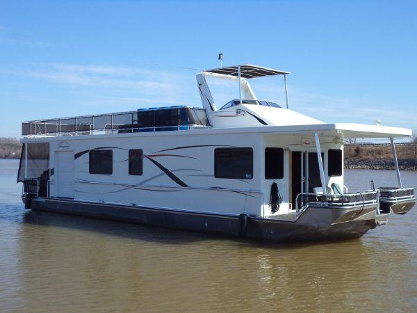 THOROUGHBRED Houseboat Main View