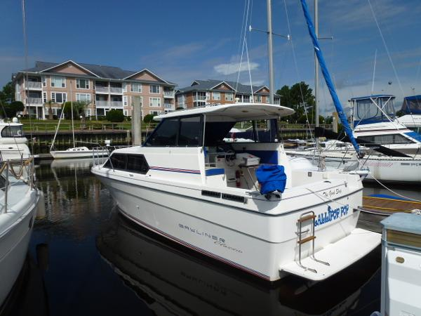 Bayliner Classic 2859 Port View
