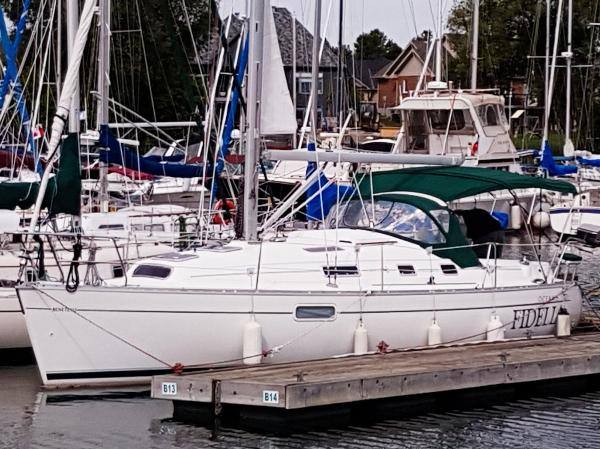 Beneteau Oceanis 321 At Dock