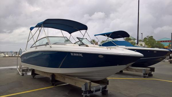 Cobalt 232 Starboard Side Forward Quarter