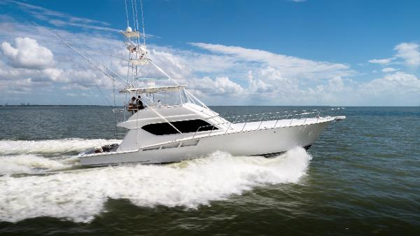 Hatteras 60 Convertible Stbd Running Profile