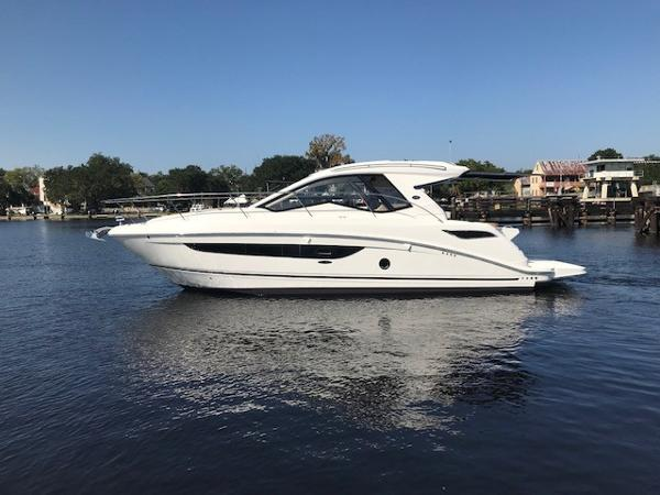 Sea Ray 350 Sundancer Coupe