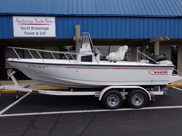 Boston Whaler 21 Outrage Exterior 1