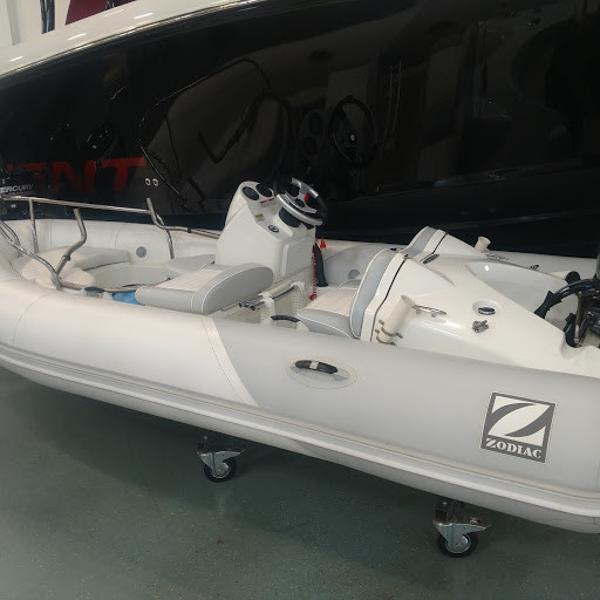 Zodiac Yachtline Deluxe 420