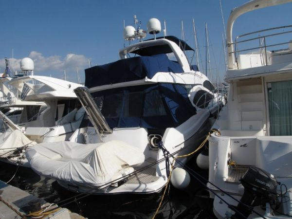 Majesty Yachts 50 Stern View