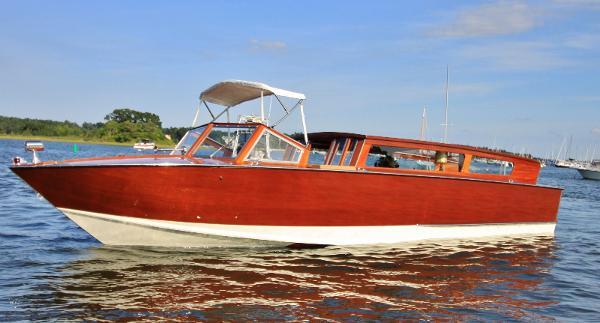 Custom Luxury Venetian Water Taxi Port Profile
