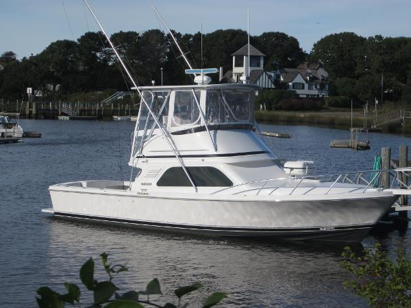 Blackfin 33 Sportfish at berth